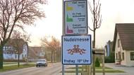 """Ein Schild weist am Ortseingang von Templin auf die Zeiten der """"Nudelmesse"""" hin (Archivbild). Das wird es künftig nicht mehr geben."""
