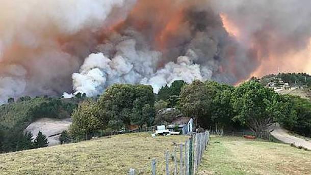 Tausende Südafrikaner fliehen vor Feuersbrunst