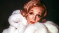 Marlene Dietrich im Jahr 1972. Der Pelzmantel wird nicht versteigert, aber zahlreiche andere persönliche Gegenstände.