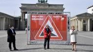Arbeits- und Soizalminister Hubertus Heil (SPD), DGB-Chef Reiner Hoffmann und die damalige Familien- und Frauenministerin Frankziska Giffey (SPD) bei einer DGB-Aktion zum Equal Pay Day im März 2021