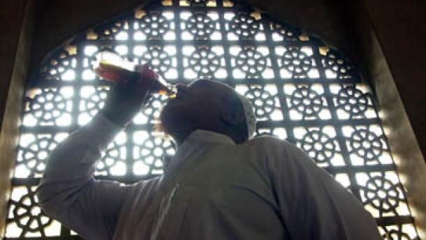 Millionen Moslems in Deutschland begehen Fastenmonat Ramadan