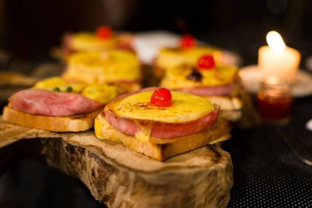 bilderstrecke zu der toast hawaii wird 60 treffen sich toast schinken und ananas bild 1 von. Black Bedroom Furniture Sets. Home Design Ideas
