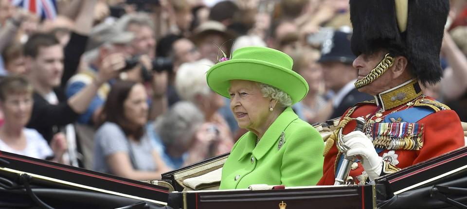 London Zum 90 Militarparade Zu Ehren Der Queen
