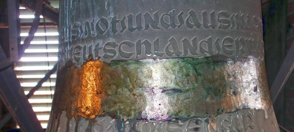 Niedersachsen Unbekannte Entfernen Hakenkreuz Von Kirchenglocke