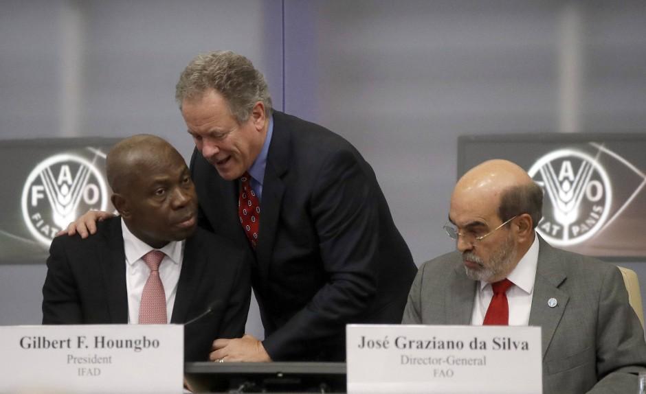 Der Präsident des Internationales Fonds für landwirtschaftliche Entwicklung Gilbert F. Houngbo (links), der Direktor des Welternährungsprogramms der UN David Beasly (Mitte) und der Direktor der  Ernährungs- und Landwirtschaftsorganisation der UN José Graziano da Silva am Freitag in Rom