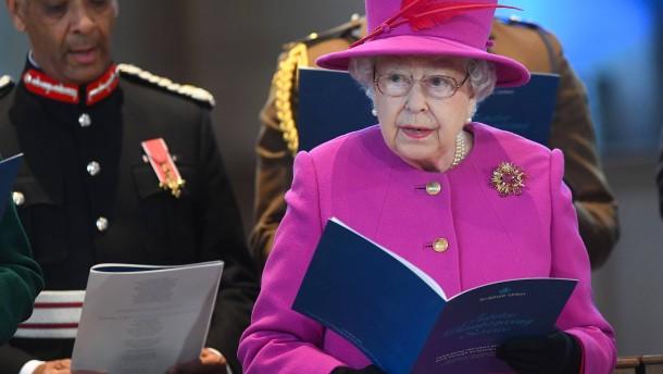 """Queen glaubte als Kind an """"Wundernebel"""" in Krönungskirche"""