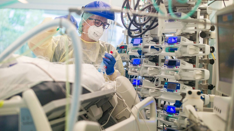 Covid-19-Patienten auf der Intensivstation der Asklepios-Klinik in Langen.