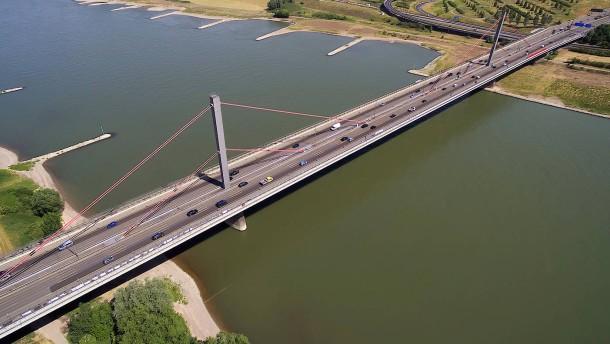 Neue Brücken für den Westen