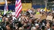 Der Zuccotti Park in new York ist aufgeräumt und wieder offen für die Demonstranten. Zelte sind allerdings nicht mehr erlaubt.