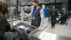 Tausende Passagiere verpassen ihre Flieger