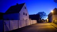 Das Wohnhaus des beschuldigten Ehepaars in Höxter-Bosseborn. Es soll nach Ende der Ermittlungen abgerissen werden.