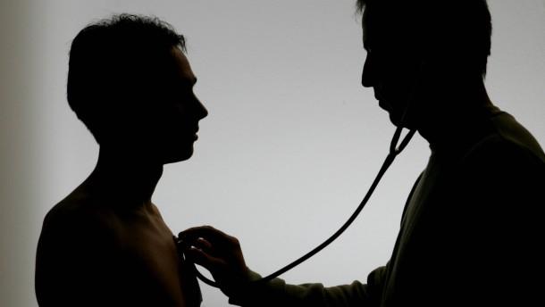 Todesursachen: Herz-Kreislauf etwas seltener, Krebs häufiger