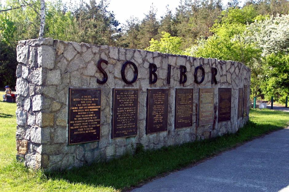 Ein Mahnmal für das deutsche Vernichtungslager, aufgenommen im November 2005 in Sobibor, Polen.