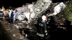 Dutzende Tote bei Flugzeugabsturz