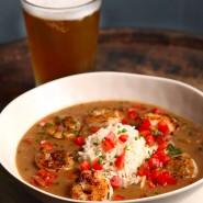 Gumbo kann Shrimps, Hühnchen und Wurst enthalten wie die Variante aus Florida.