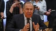 """Der russische Außenminister Sergej Lawrow am 13. März in Moskau: Das Außenministerium hält die von London angekündigten Maßnahmen für eine """"beispiellose Provokation""""."""