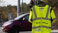 """Auch de Berliner Polizei beteiligte sich mit zahlreichen Kontrollstationen an der bundesweiten Verkehrssicherheitsaktion """"sicher.mobil.leben"""" mit dem Schwerpunkt Ablenkung im Straßenverkehr."""