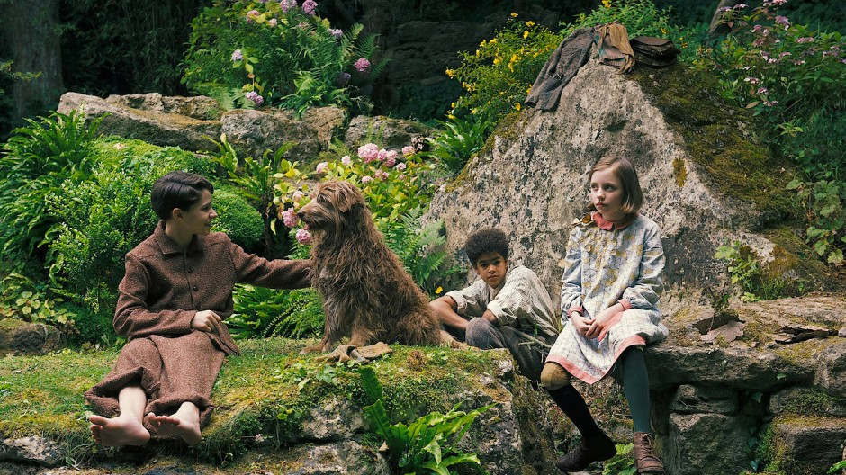 In der Mitte blüht der Hund: Edan Hayhurst (Colin), Amir Wilson (Dickon) und Dixie Egerickx (Mary) (von links).