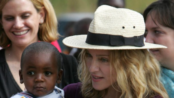 Kritik an Madonnas Adoptionswunsch