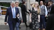 Connie Yates, die Mutter des schwerkranken Säuglings, trifft am Mittwoch vor dem Gerichtsgebäude in London ein.