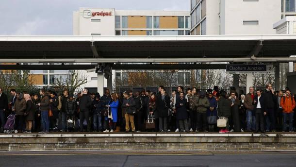 Millionen Londoner Pendler kämpfen mit U-Bahn-Streik