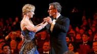 Wer würde da kein Tänzchen wagen: Master of Ceremony Lambert Wilson bei der Eröffnungsfeier mit Nicole Kidman