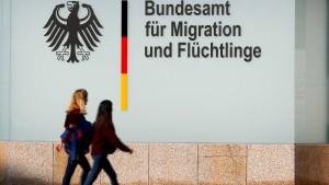 Zehntausende Asyl-Entscheidungen werden überprüft