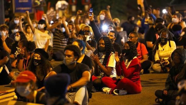Nach brutalem Polizeieinsatz in Rochester sind Polizisten suspendiert
