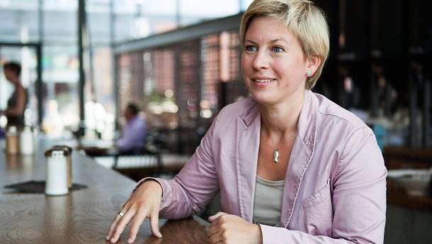 """Sandra Roth - Die Journalistin und Autorin des Buches """"Lotta Wundertüte"""" über das Leben mit ihrer schwerbehinderten Tochter spricht in Hamburg mit Julia Schaaf"""