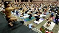 Richter stellt Haftbefehl auf Yoga-Meister Bikram aus