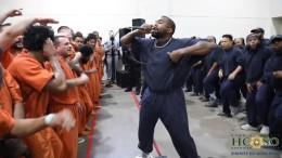 Kanye West tritt in texanischem Gefängnis auf