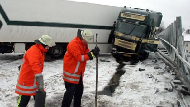 Berufsverkehr versinkt im Schneechaos