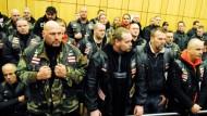 Hunderte Polizisten schützen verfeindete Banden
