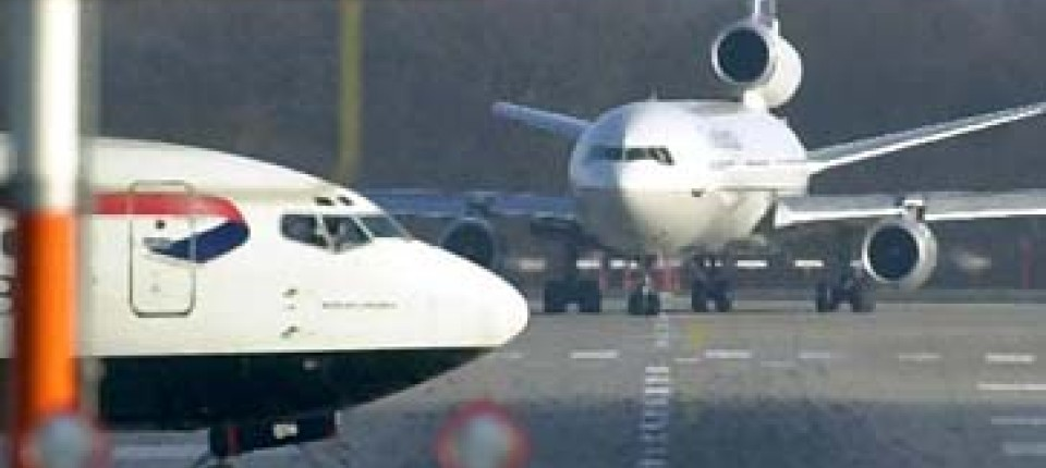 Flugverkehr Katastrophe Auf Dusseldorfer Flughafen Nur Knapp