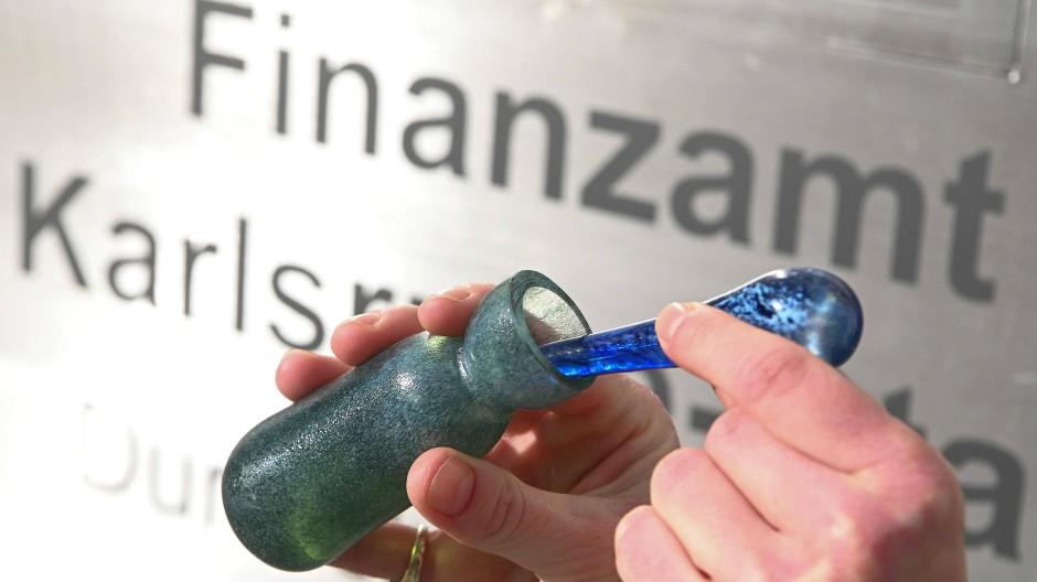 """Nach historischem Vorbild: Die Flasche des Parfüms """"Aerarium"""" ist einem archäologischen Fundstück nachempfunden."""