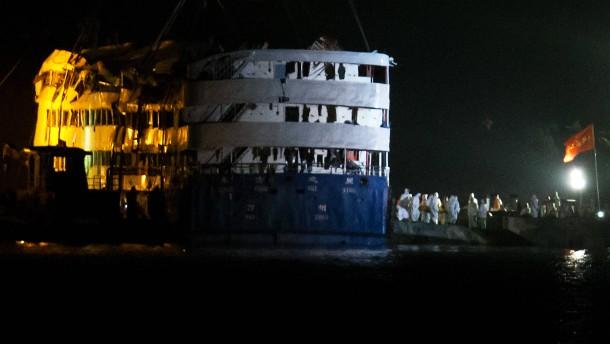 331 Tote im Wrack auf dem Jangtse gefunden