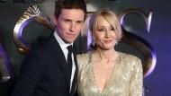 Erfolgsautorin Rowling auf der Premierenfeier mit Eddie Redmayne, dem Hauptdarsteller des neuen Films, der im Potter-Universum spielt.