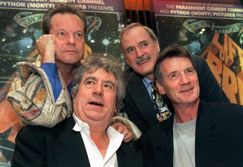 """Bei der Komikergruppe """"Monty Python"""" war Gilliam (links oben, neben John Cleese, darunter Terry Jones und Michael Palin) zuständig für die schrägsten Rollen und die wilden Animationssequenzen."""