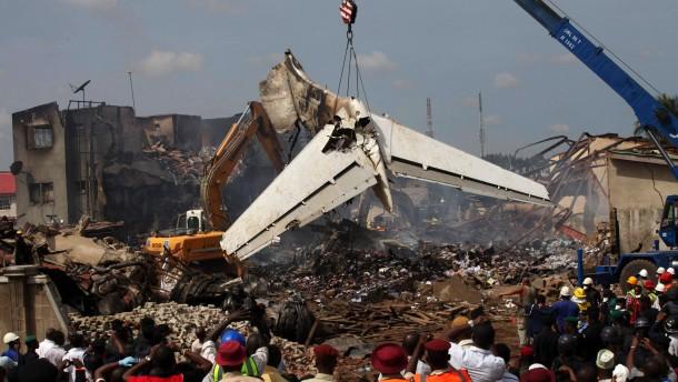 Flugzeug mit 153 Passagieren in Nigeria abgestürzt