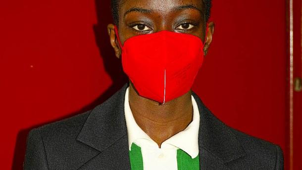 Die FFP2-Maske passt jetzt auch zum Outfit