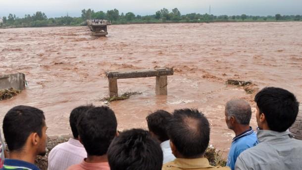 Monsunregen überflutet Indien und Pakistan