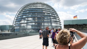 Kuppel des Reichstags wegen Hitze geschlossen