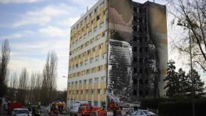 Sieben Tote bei Brand in Ausländerwohnheim