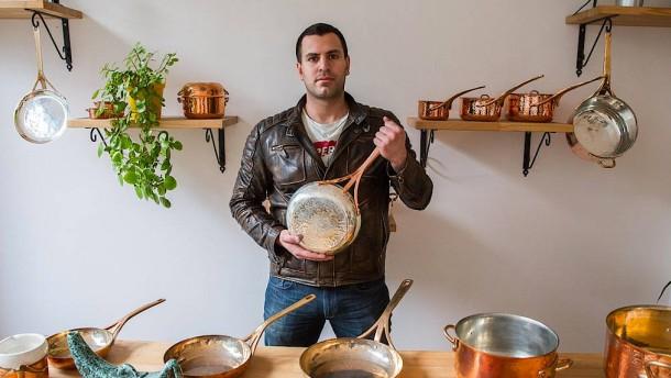 Luxus-Geschirr aus der türkischen Kellerwerkstatt
