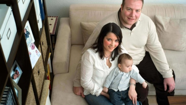 Generation 30 - Die 31jährige Sulzbacher Unternehmensberaterin Annalina Nolte und ihr Mann (34) sprechen über ihre Lebenssituation und vergleichen sie mit der ihrer Eltern vor 30 Jahren . Sie fühlen sich deutlich benachteiligt.