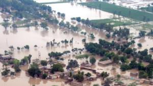 Massenflucht aus Hochwassergebieten