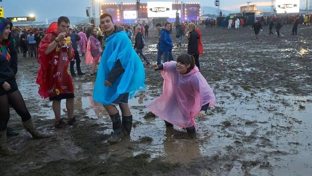 Rock im Regen geht weiter