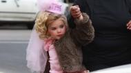 Zurechtgemacht wie eine Mini-Barbie: Eden als Sechsjährige