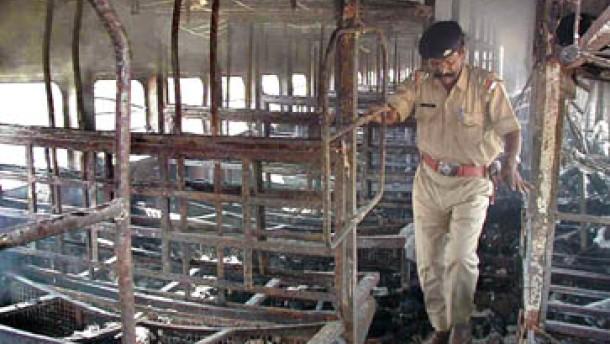 Tote bei Protesten gegen Zug-Anschlag in Indien