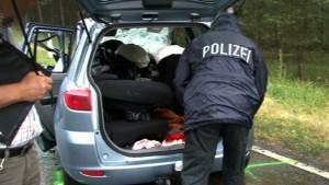 Polizist baut Unfall mit toter Ehefrau im Kofferraum